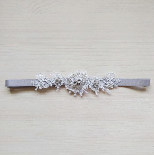 Netradiční Svatební podvazek šedý s výšivkou