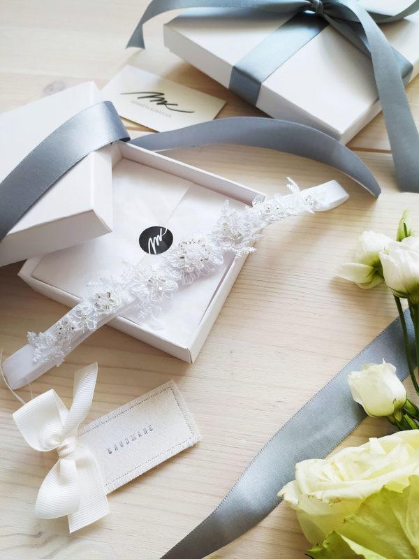 Luxusní svatební podvazek ručně šitý