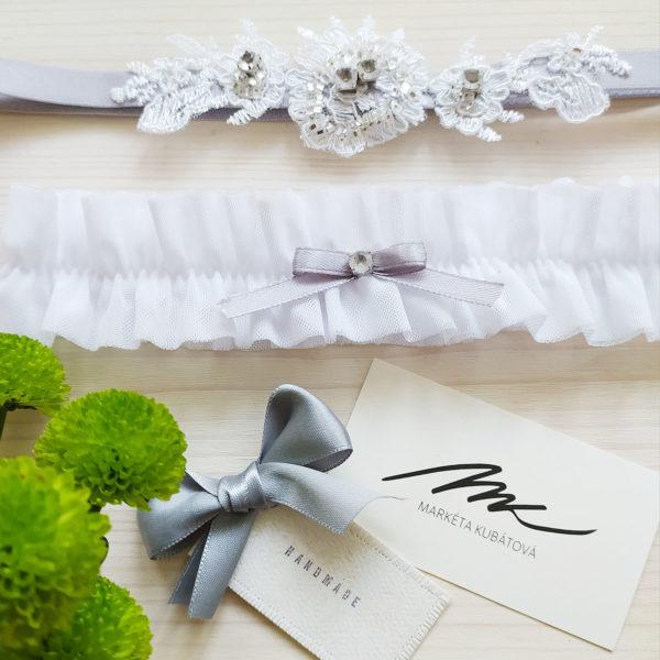 Svatební podvazek bílý s šedou mašličkou 2