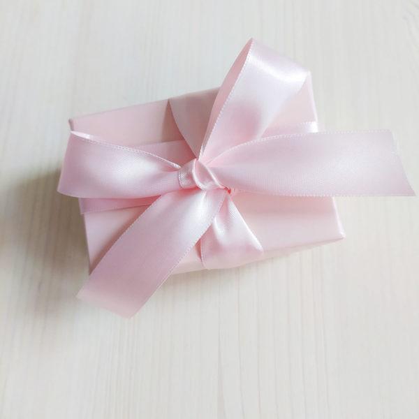 Svatební podvazek v krabičce