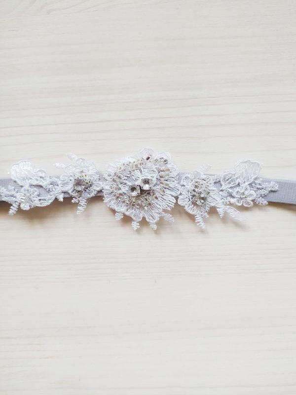 Luxusní Svatební podvazek šedý s krajkou