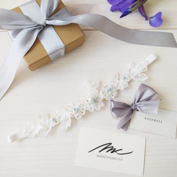 Modrý svatební podvazek v dárkovém balení